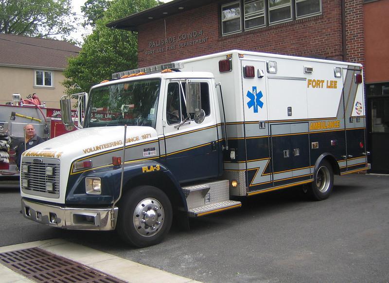 Fort Lee, NJ FLA-3 2000 Freightliner FL60 ALF