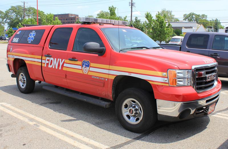 FDNY EMS 45 2009 GMC Sierra 2500HD #GM09012 (ps)