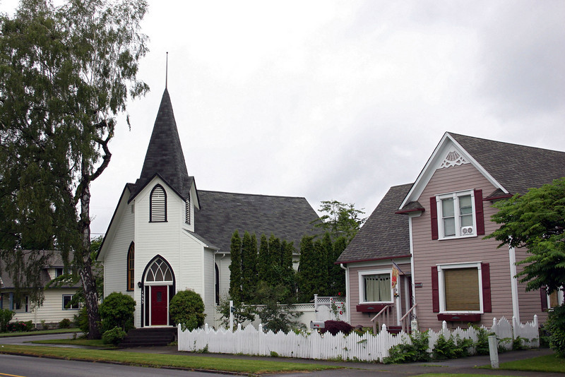 Although no longer a church much love and care has gone into preserving this old church and the house next to it in Enumclaw