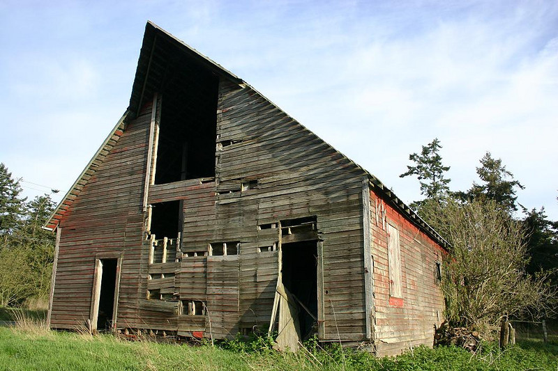 Although it is no longer a working barn, there is still the possibiity of restoration.