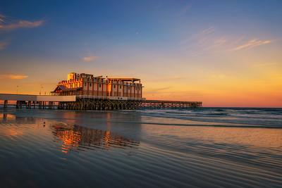 Sunset above Daytona Beach Main Street Pier With Joe's Crab Shack restaurant