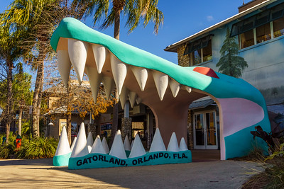 Large alligator head at the entrance to Gatorland theme Park in Orlando, Florida