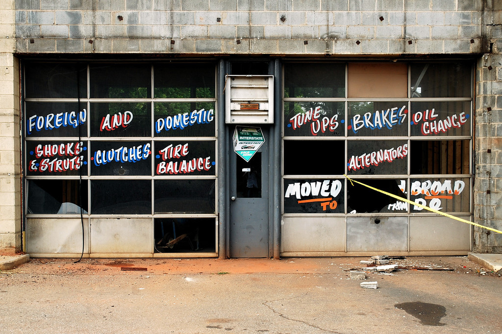 Abandoned car repair shop, Athens, GA (Clarke County) June 2008