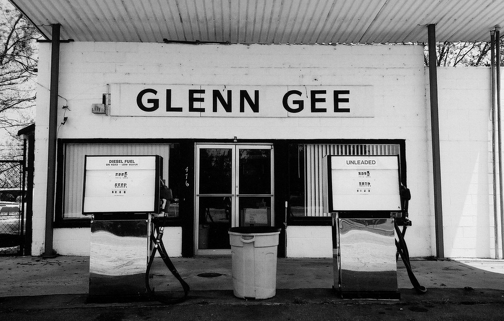 Glenn Gee's gas station in Pendergrass, GA (Jackson County) 2007