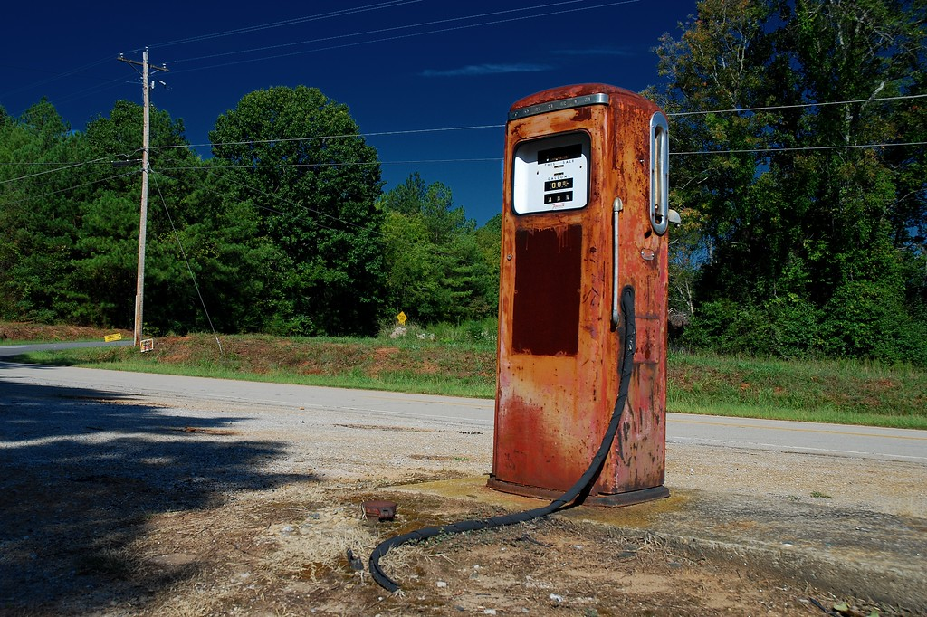 Abandoned gas station on old U.S. 29, Hart County (GA) September 2008