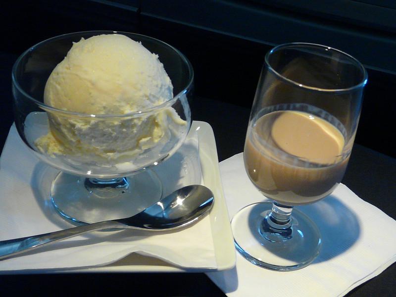 20140131 1030 MAD-JFK ice cream and Baileys
