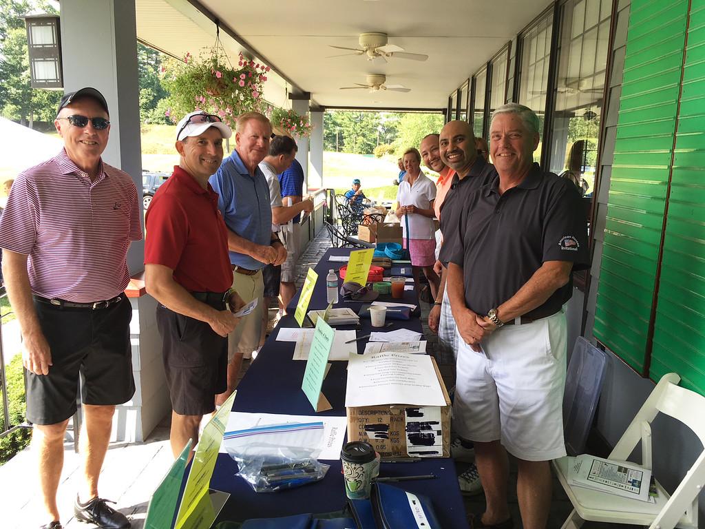 . American Heroes Team and golfers