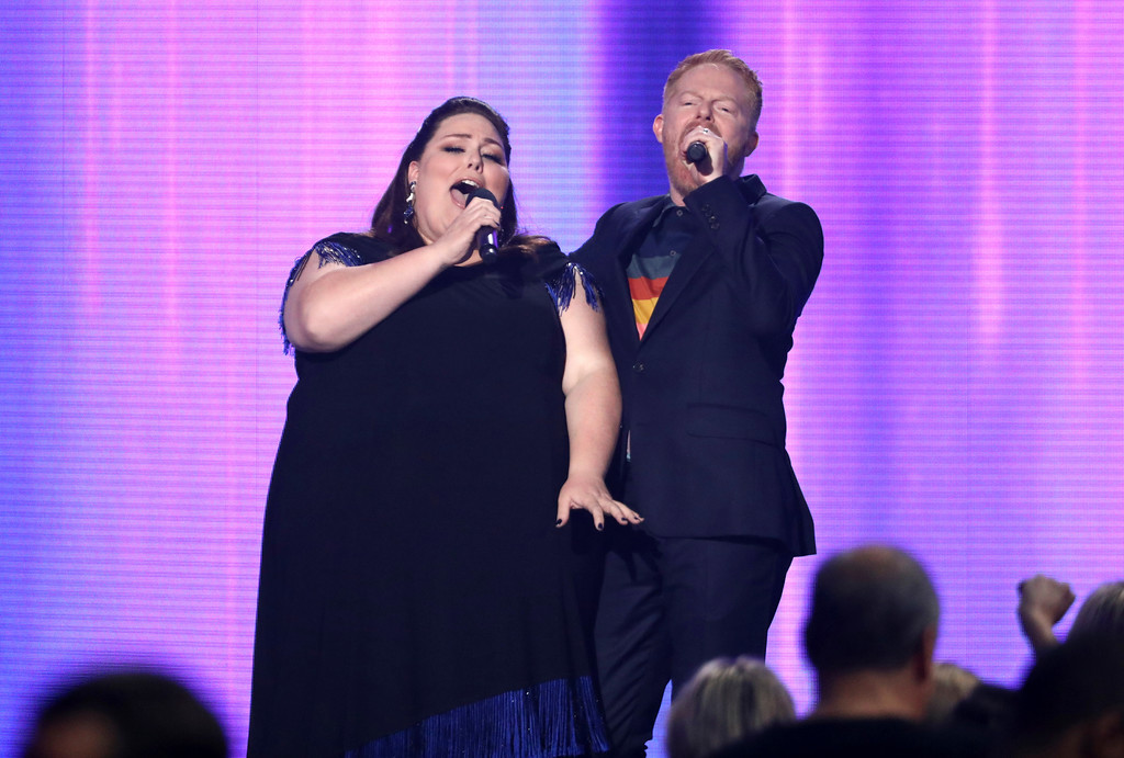 . Chrissy Metz, left, and Jesse Tyler Ferguson introduce a performance by Kelly Clarkson at the American Music Awards at the Microsoft Theater on Sunday, Nov. 19, 2017, in Los Angeles. (Photo by Matt Sayles/Invision/AP)