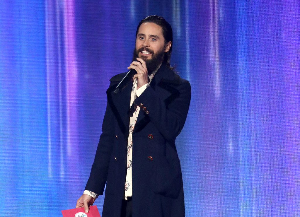. Jared Leto presents the award for artist of the year at the American Music Awards at the Microsoft Theater on Sunday, Nov. 19, 2017, in Los Angeles. (Photo by Matt Sayles/Invision/AP)