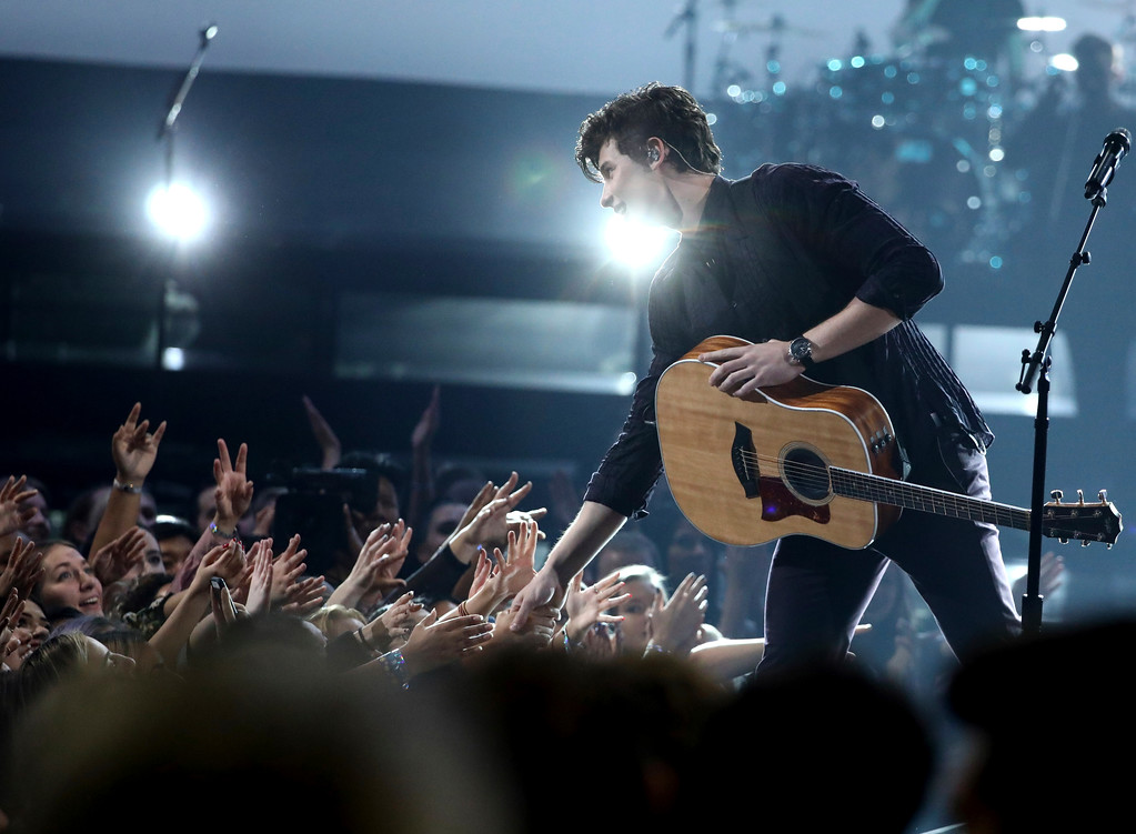 ". Shawn Mendes performs ""There\'s Nothing Holdin\' Me Back\"" at the American Music Awards at the Microsoft Theater on Sunday, Nov. 19, 2017, in Los Angeles. (Photo by Matt Sayles/Invision/AP)"