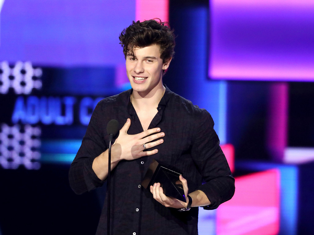 . Shawn Mendes accepts the award for favorite artist adult contemporary at the American Music Awards at the Microsoft Theater on Sunday, Nov. 19, 2017, in Los Angeles. (Photo by Matt Sayles/Invision/AP)