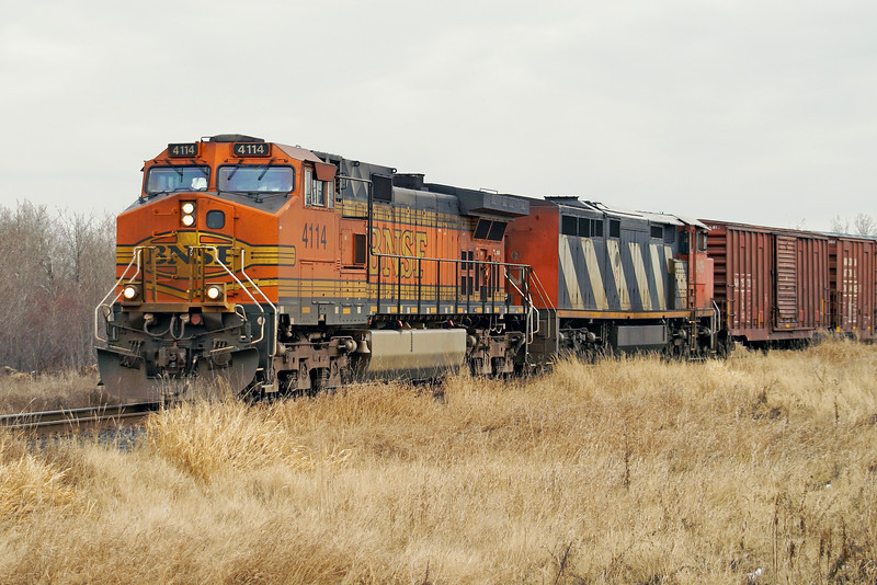 BNSF 4114 - a GE DASH9-44CW, and CN 2419, a GE DASH8-40CM, at Duluth Jct. heading for Fort Frances.