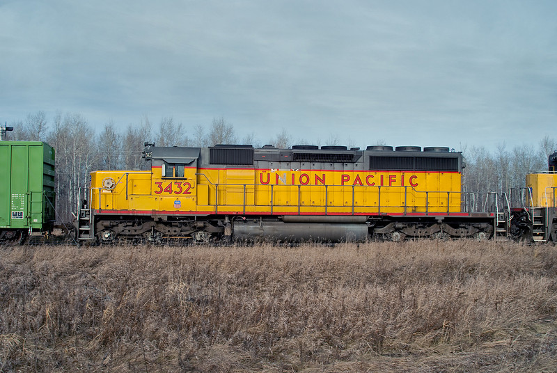 A Union Pacific SD-40-2 at Duluth Jct. heading for the US.