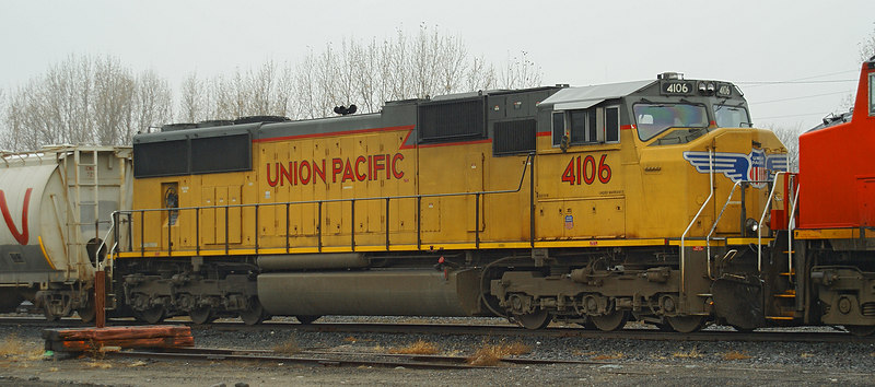 Union Pacific 4106 (a SD70M) sits in the CN yard in Fort Frances, Ontario behind CN 2613, and CN 2620.