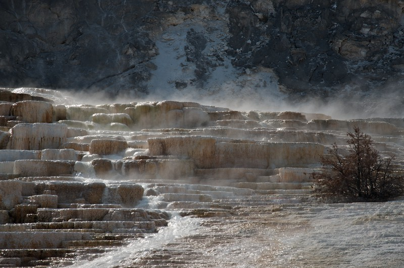 Cascde on the Palette hot spring