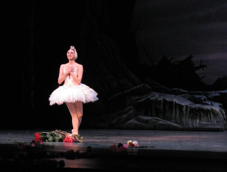 Nina Ananiashvili Final Performance June 27, 2009<br /> <br /> An emotional farewell