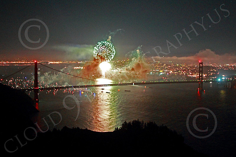 ENGF-GGB 00305 A burst of green fireworks over the Golden Gate Bridge picture by Peter J Mancus