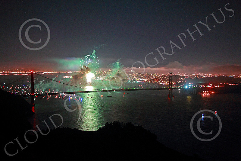 ENGF-GGB 00343 A burst of green fireworks over the Golden Gate Bridge picture by Peter J Mancus