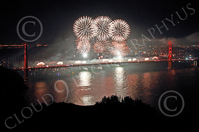 ENGF-GGB 00341 Fabulous fireworks burst over the Golden Gate Bridge to celebrate a landmark anniversary picture by Peter J Mancus