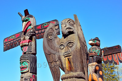 TotPol 00030 Three bird inspired totem poles in close proximity, totem pole picture by Peter J Mancus