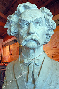 AMER-STYVIP 00007 An excellent bust of Mark Twain at the Angel's Camp Museum, California by Peter J Mancus