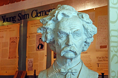 AMER-STYVIP 00002 An excellent bust of Mark Twain at the Angel's Camp Museum, California by Peter J Mancus