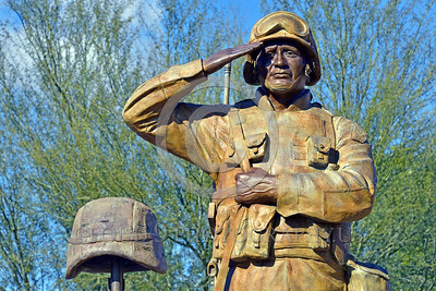 STY-USDeSt 00004 This statue in honor of US Desert Storm combat veterans is extremely well done, statue picture by Peter J  Mancus