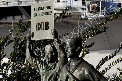 STY - Bob Hope 00002 As part of a statuary tribute to American comedian Bob Hope, a US service member holds up a sign of appreciation, by Peter J Mancus