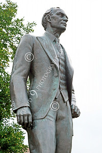 STY-HFord 00005 A well done statue of factory line inventor Henry Ford, statue picture by Peter J Mancus