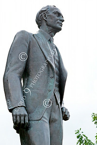 STY-HFord 00007 A well done statue of factory line inventor Henry Ford, statue picture by Peter J Mancus