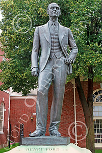 STY-HFord 00003 A well done statue of factory line inventor Henry Ford, statue picture by Peter J Mancus