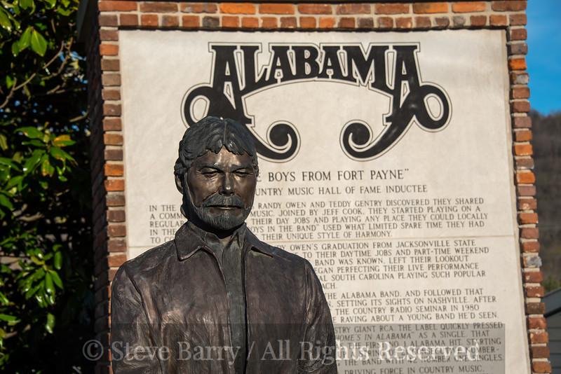 Alabama<br /> Fort Payne<br /> Randy Owen statue at Alabama display