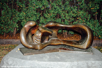 Reclinging Mother and Child, Thomas Moore, Minneapolis Sculpture Garden