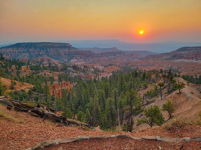 Sunrise Point, Bryce Canyon National Park, Utah - 8100 feet (2469 m) From Left to right: Boat Mesa, Sinking Ship, Bristle Cone Point