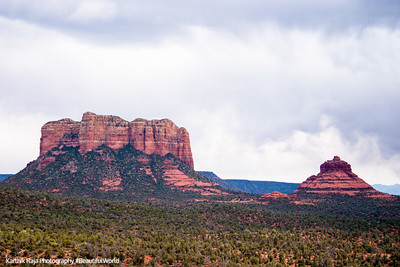 Courthouse Butte and Bell Rock peak, Sedona, Arizona