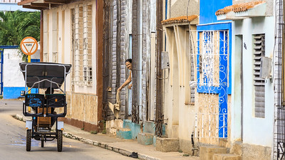 people in the streets, morning in Remedios, Morgen in Remedios