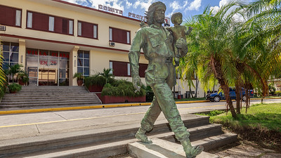 Bronze Statue of Che Guevarra and the Child of the Revolution