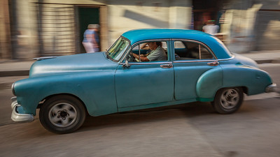 Pontiac 1952 on the Malécon
