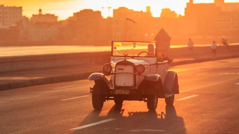 Malecón, sunrise, car, oldtimer