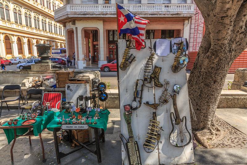 Paseo del Prado/de Martí, arts fair