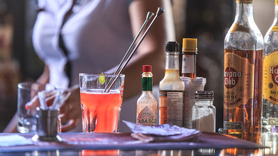 Sloppy Joe`s Bar, drinks, people