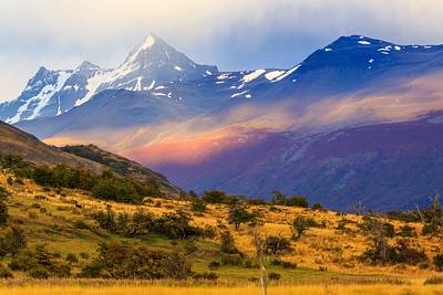 Von der Estancia Nibepo Aike kann man die erste Bergkette der Anden wie hier den Cerro Adriana (2005m) sehen