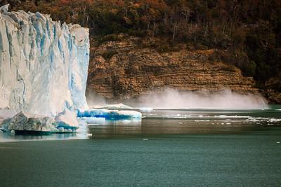 Die Front des Perito Moreno Gletschers bricht immer wieder ab