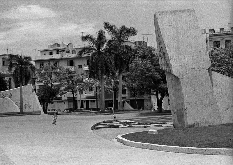 Kid in a park, Havana
