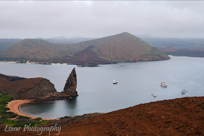 "Pinnacle Rock, Bartolomé, <a target=""NEWWIN"" href=""http://en.wikipedia.org/wiki/Gal%C3%A1pagos_Islands"">Galápagos Islands</a>"