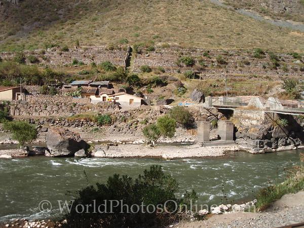 Sacred Valley - Inca Bridge foundation reused - Rock (left) breaks water pressure on bridge pylon (right)