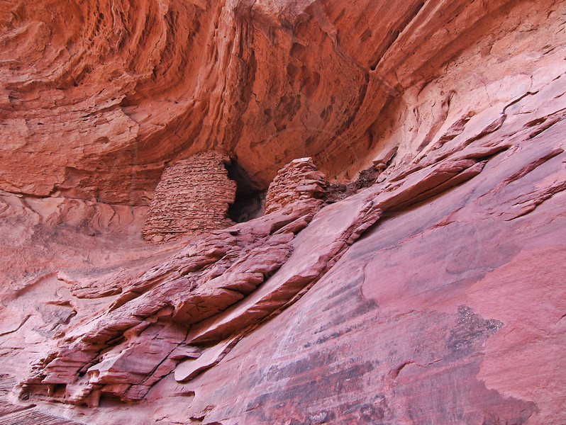 Anasazi Grainery - Monument Valley  3474  w25