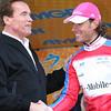 IMG_2931 Arnold congratulatesthe KOM Jersey Winner