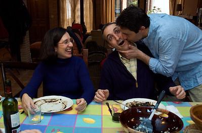 El destalle del beso no está mal pero ¿y ese plato tan limpio que dejó Mónica? ¡Ni Cervantes utilizó tanta tinta!
