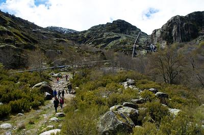 El valle. La idea era llegar hasta la presa, pero bajaba tanta agua por el camino que se complicó la subida. Queda para la siguiente.